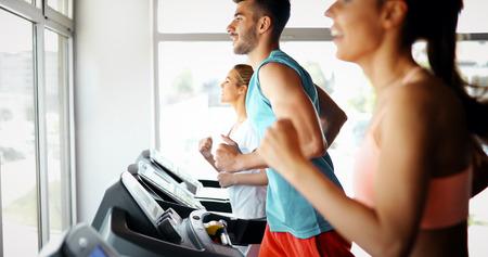 Group of friends exercising on treadmill machine Zdjęcie Seryjne - 105619290