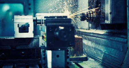 werktuigmachine in metaalfabriek met boren cnc machines Stockfoto