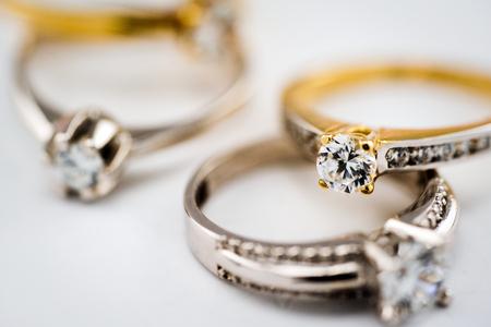 Engagement diamond wedding ring group on white background, diamond, golden rings 版權商用圖片