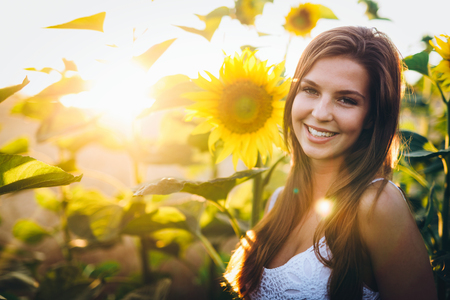 Young beautiful woman spending time in nature Standard-Bild - 115494987