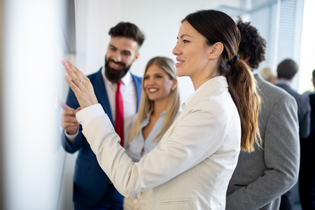 Reunión empresarial éxito empresarial intercambio de ideas concepto de oficina de trabajo en equipo