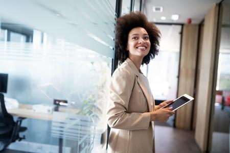 PDG propriétaire chef portrait de membre du personnel de l'entreprise, éventuellement finance, comptable, gestionnaire