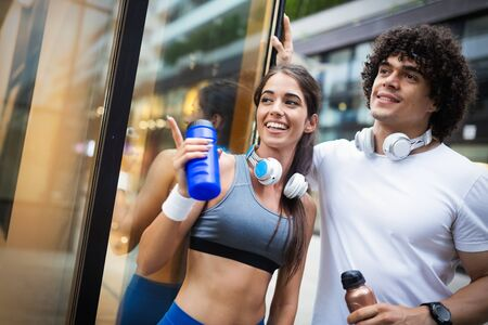 Couple jogging and running outdoors in city Stockfoto