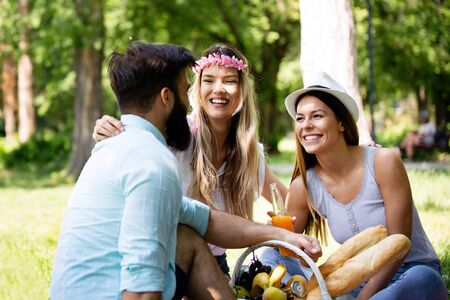 Summer, vacation, music and recreation time concept. Group of friends have picnic outdoor. 版權商用圖片 - 129828461