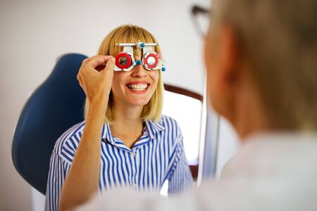 Ophthalmology concept. Patient eye vision examination in ophthalmological clinic Stockfoto