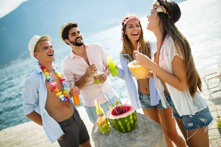 Group of friends having fun and dancing on the beach. Summer party on the beach Standard-Bild - 137766517