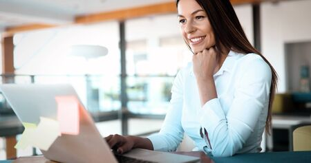 Close-up picture of attractive woman typing on laptop Standard-Bild - 138443726