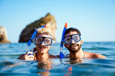 Happy friends men enjoying summer vacation and scuba diving 版權商用圖片