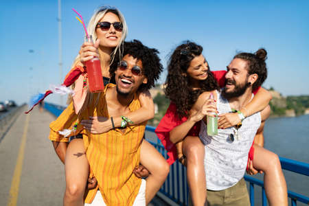 Group of happy friends people having fun together outdoors Foto de archivo