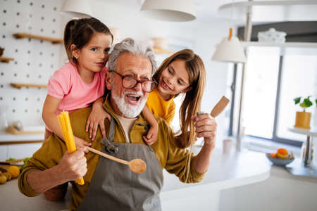 Family, generation love and people concept. Happy grandparent having fun with children at home 版權商用圖片 - 157344912