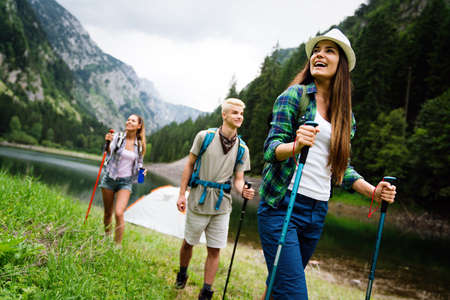 Hiking with friends is so fun. Group of young people with backpacks together 版權商用圖片 - 157342031