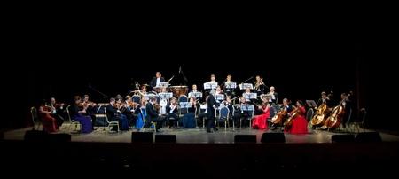 orquesta clasica: Peter Guth y Strauss Festival Orchestra de Viena en el concierto de Crocus City Hall. Moscú - 17 de noviembre 2010 Editorial