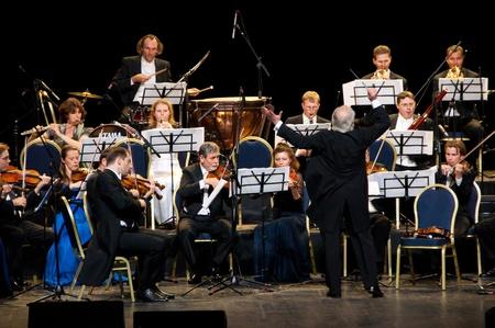 orchester: Peter Guth und Strauss Festival Orchester Wien im Konzert Crocus City Hall. Moskau - 17. November 2010
