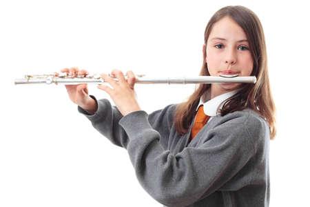 dwarsfluit: Een school meisje speelt een fluit Stockfoto