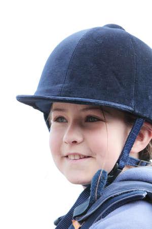 riding helmet: Una muchacha bonita en un casco de montar a caballo