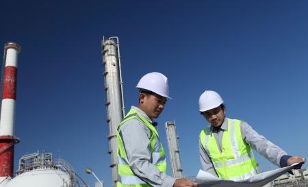 refiner�a de petr�leo: ingeniero de refiner�a de petr�leo