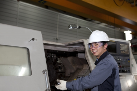 experienced operator: mechanical technician operative of cnc machine