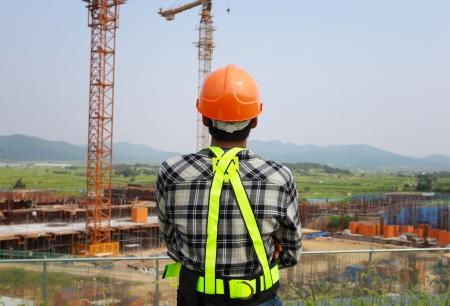 Builder Inspektor die Kontrolle einer Baustelle arbeitet. Standard-Bild - 23461578