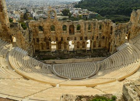 teatro antiguo: Antiguo teatro de Herodes Atticus, bajo la Acr�polis Foto de archivo