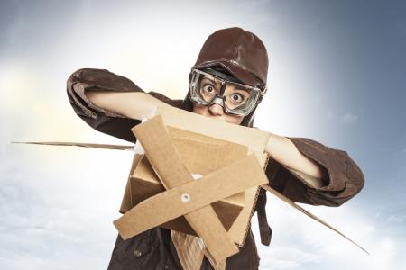 Vintage Aviator girl dreaming to fly Standard-Bild