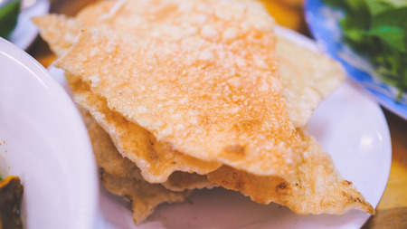 Street Food - Hen xuc banh trang (minced clams) is a combination of clams and crispy rice paper in Hoi An - Vietnam Stok Fotoğraf