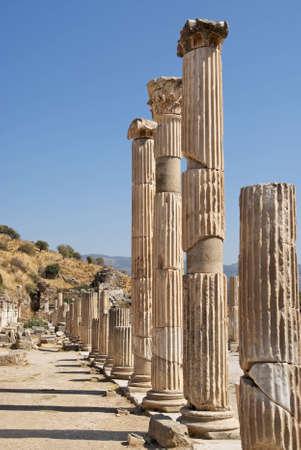 columnas romanas: Columnas romanas de �feso Turqu�a Foto de archivo