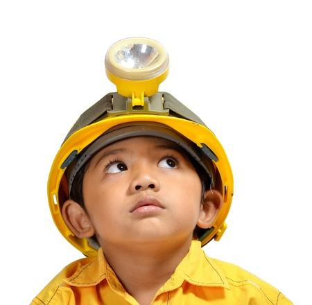 niños actuando: Lindo y adorable joven asiática que actúa como un ingeniero Foto de archivo