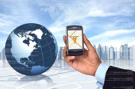 Conceptueel beeld van Global Positioning System (GPS) met een slimme telefoon