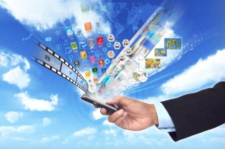 Een conceptueel beeld over zaken doen of het delen van multimedia en gegevens van een slimme telefoon Stockfoto