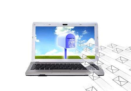 Conceptueel beeld over elektronische mail Hoe een computer laptop te ontvangen en versturen van e-mail met mailbox Stockfoto