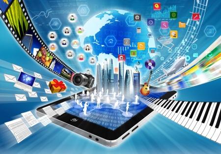 Imagen conceptual acerca de cómo un smartphone o un tablet PC con conexión a internet abrir una puerta virtual a la información en todo el mundo y compartir archivos multimedia Foto de archivo