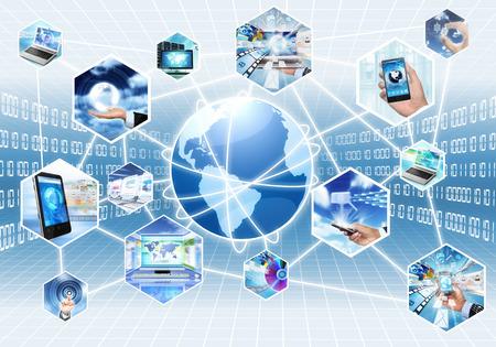 připojení: Internet multimediální koncept se všemi gadget a počítačů vzájemně propojeny Reklamní fotografie