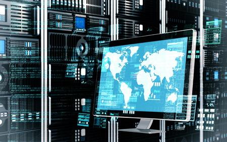 Een internet-server computer doet de gegevensverwerking en het berekenen