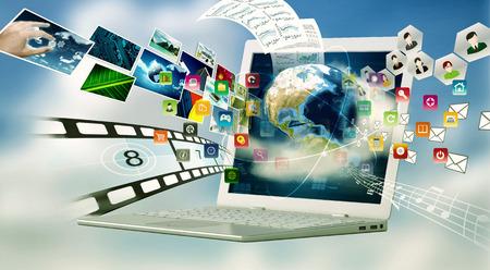 Un computer portatile con tecnologia di connessione ad internet. La condivisione di file multimediali concetto
