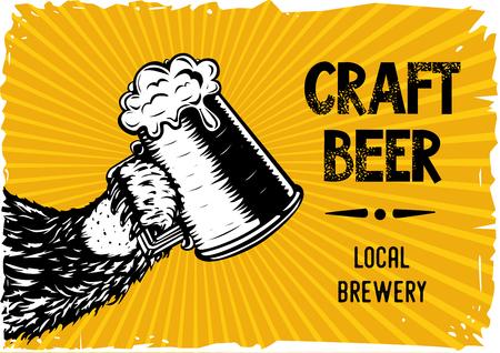 Bear paw sostiene un vaso con cerveza. Cartel vintage para cervecería y pub local. Ilustración de vector dibujado a mano. Ilustración de vector