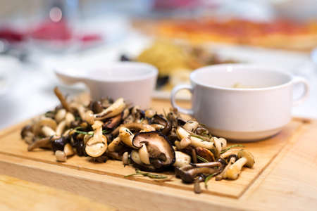 mushroom on wooden plate for steak side dish 免版税图像