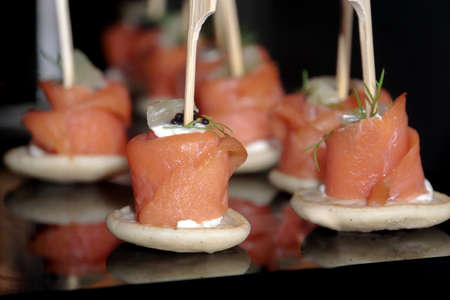 Salmon rolls in canape Standard-Bild