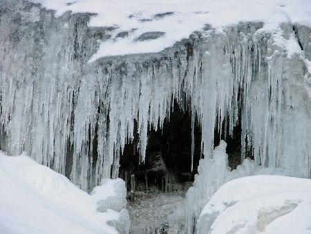 A frozen waterfall makes for an icy cavern Archivio Fotografico