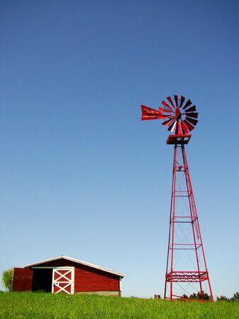 A windmill and barn on a farm Archivio Fotografico