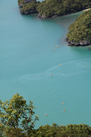 Top view of kayaking groups around the island at Ang Thong archipelago in Thailand. Zdjęcie Seryjne
