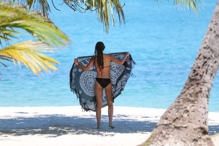 Tourist girl standing with blanket on the coconut beach, summer in Thailand Stock fotó