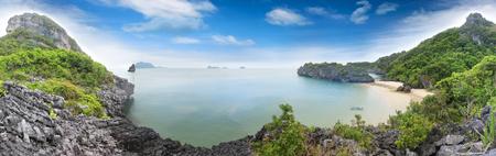 Panorama landscape of Island and sand beach at Songpeenong Beach Ko Paluai ,Mu Ko Ang Thong National park ,Samui Gulf of Thailand 免版税图像
