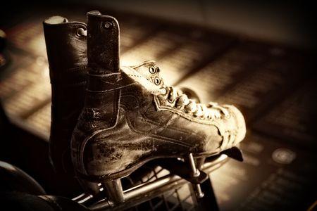 古いアイス ホッケー スケート靴