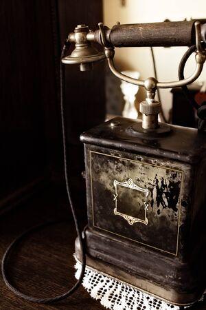黒アンティーク電話のクローズ アップ
