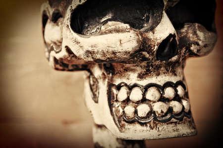 木製の頭蓋骨のクローズ アップ