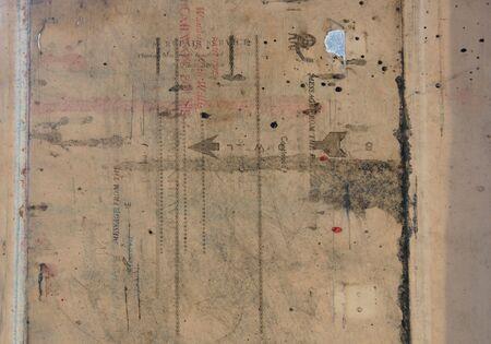 oud document: een zeer oud document gevonden in de timpaan bedding van een antieke drukpers