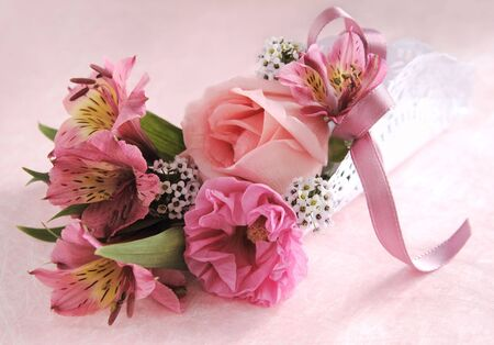 rose, hibiscus and alstroemeria wrapped in a doily Banque d'images