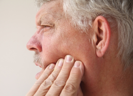 profile of a man suffering from pain in his jaw Banque d'images