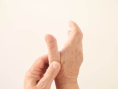 a man holds his aching thumb Banque d'images