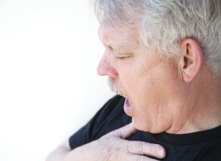 tosiendo: hombre tiene dificultades para conseguir su aliento Foto de archivo